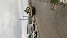 Znečistenie vozovky a nezabezpečená skládka materiálu na stavbu