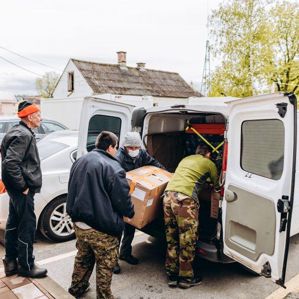Odovzdanie humanitárnej zbierky