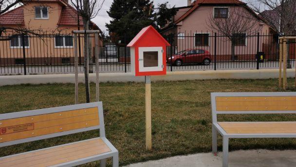 V Parku Charkovská pribudla  knižná búdka