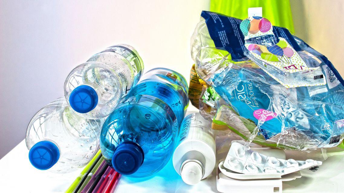 Zahájenie pilotného projektu zberu papiera a plastov z rodinných domov