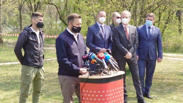 Bratislava nasadí na boj s komármi dobrovoľníkov, drony aj vrtuľník