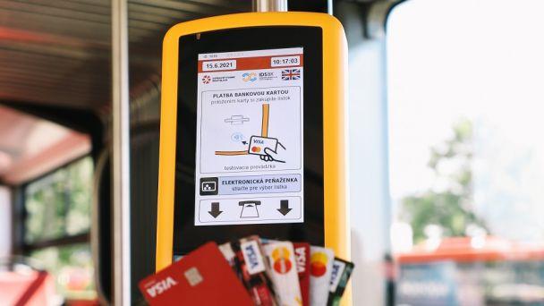 """Na cestovný lístok postačí platobná karta. DPB spúšťa službu """"Kartuj"""""""