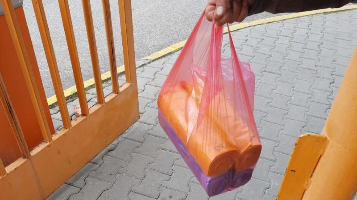 Roznos vriec na triedený odpad do rodinných domov